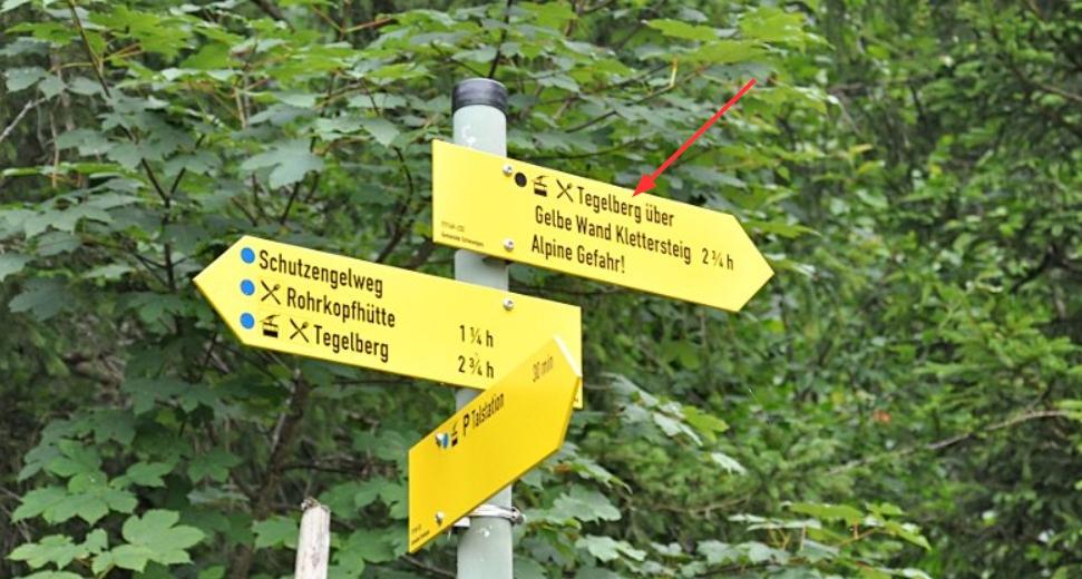 hiking to neuschwanstein castle